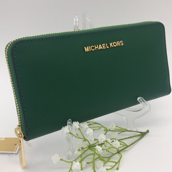 Michael Kors Handbags - Michael Kors Giftables Lg ZA Continental Wallet